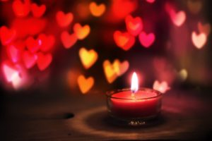 amarre de amor con velas rojas