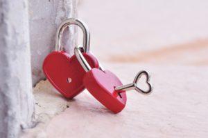 cómo enamorar a una mujer con un amarre de amor